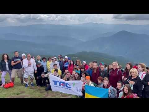 Корпоратив TAS life 2021 : гімн України на вершині Говерли у виконанні наших фанТАСтичних колег 💙💛